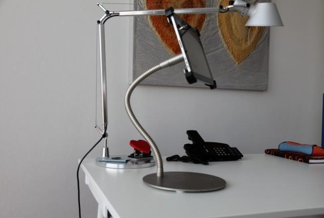 Macht sich gut im Designbüro, der White Rabbit MEDUSA iPad Ständer