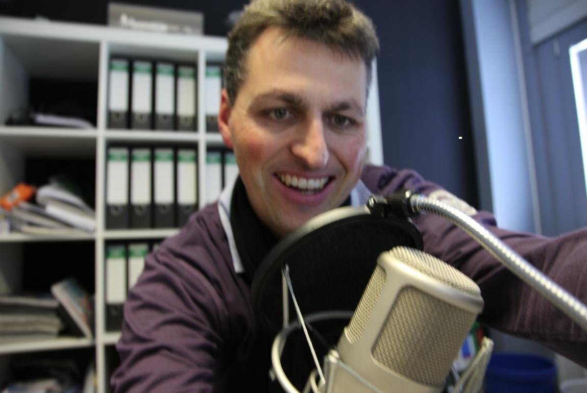 Rainer beim podcasten