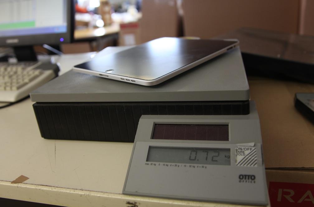 Das neue iPad 1 zeigt immerhin noch 72 Gramm auf unserer Waage an.