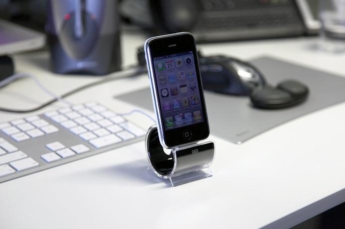 Praktisch, der iPhone und iPod touch Sync Stand