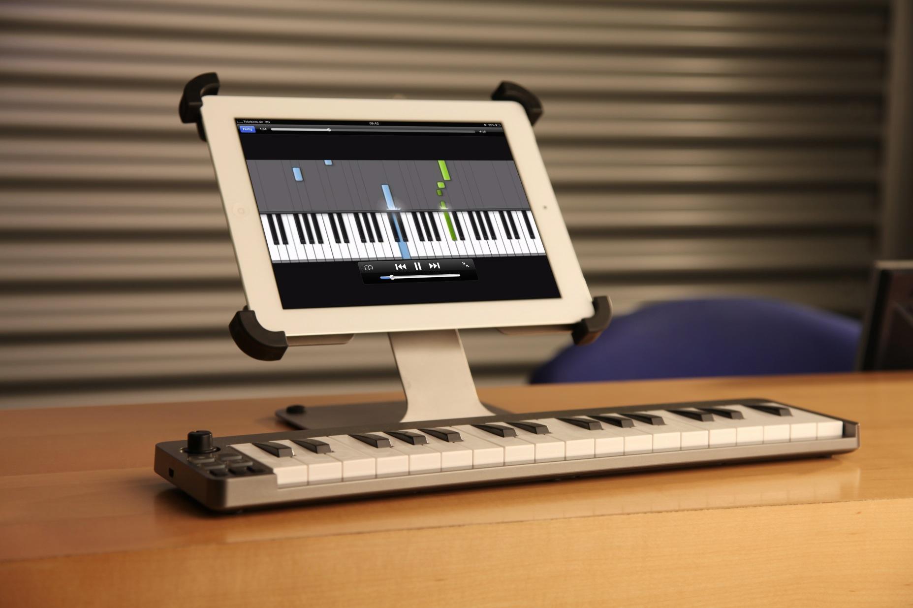 Macht sich auch gut als Notenständer, der Sir James tabledance iPad Ständer