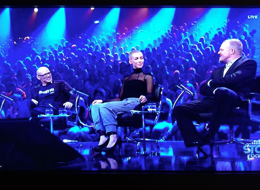 Die Jury und unsere Arktis Sir James iPad Ständer am Stuhl