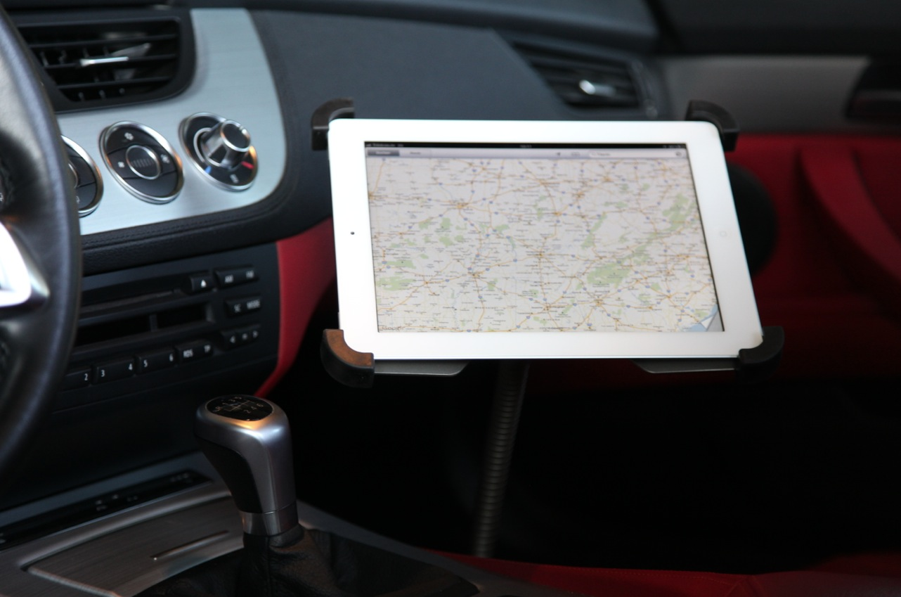 iPad Sir James car - Apps, Navi und Playlists immer in Griffnähe
