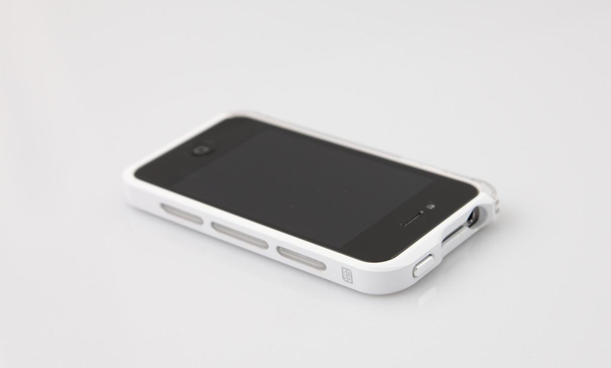 Auch das schwarze iPhone macht sich gut in der Hülle