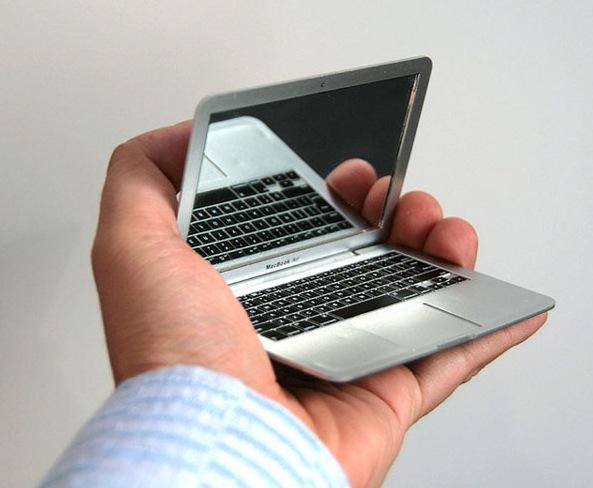 Der MacBook Schminkspiegel
