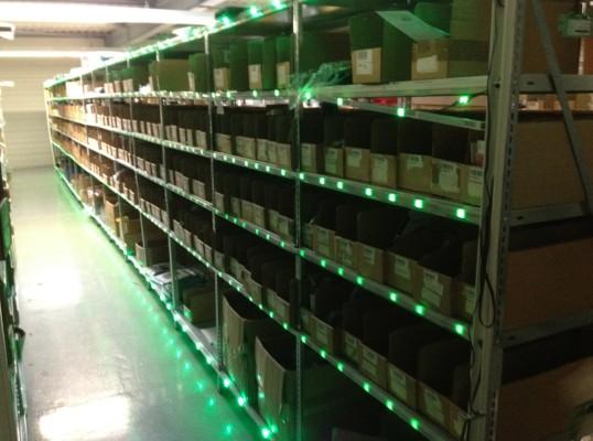 Weihnachten im Arktis Lager, alle Regale leuchten grün :)