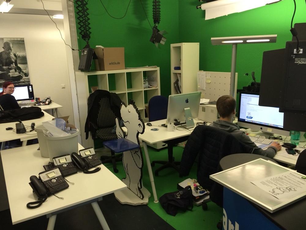 Unser Filmstudio wird auch vorübergehend zweckentfremdet als Großraumbüro