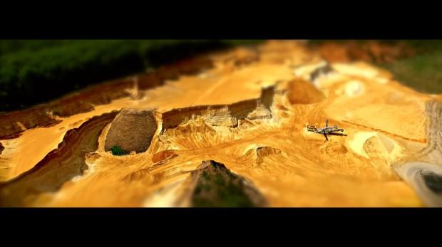 Mit der Drohne über dem großen Sandkasten