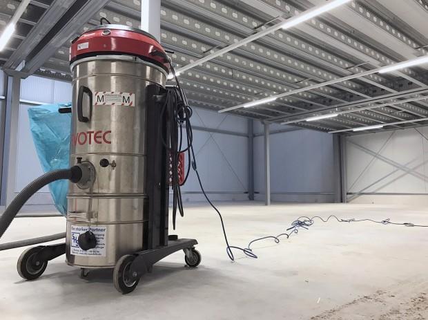 Putzarbeiten in der neuen Arktis Halle