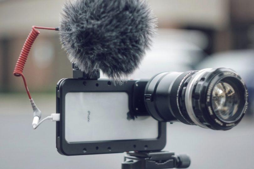 Beastcage mit Mikrofon und Wechselobjektiv