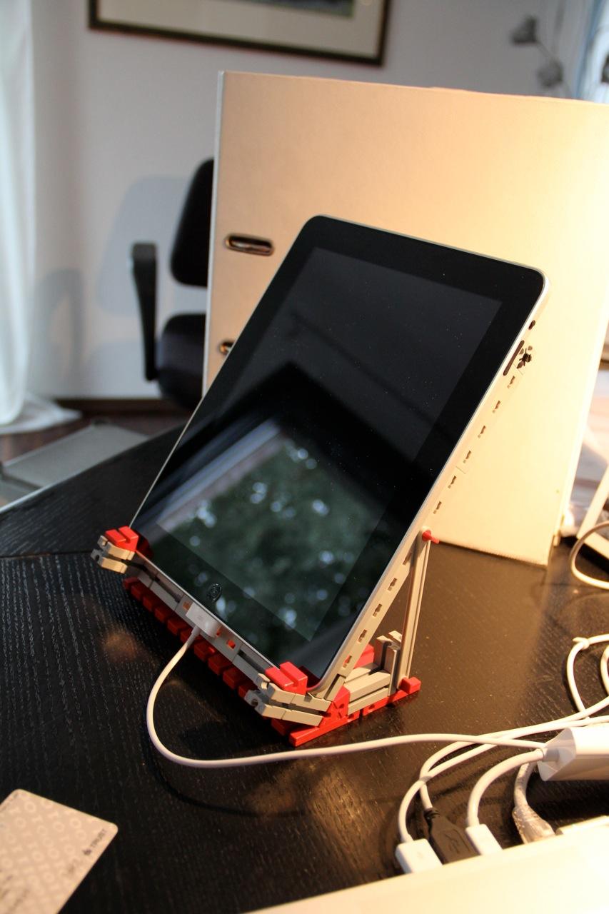 Der iPad Ständer von Ulrich Bense aus Fischertechnik, coole Idee! ;-)