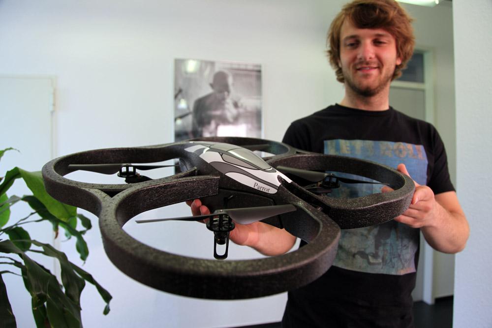 Tobi und die Drone. Die Parrot Ar.Drone ist da!