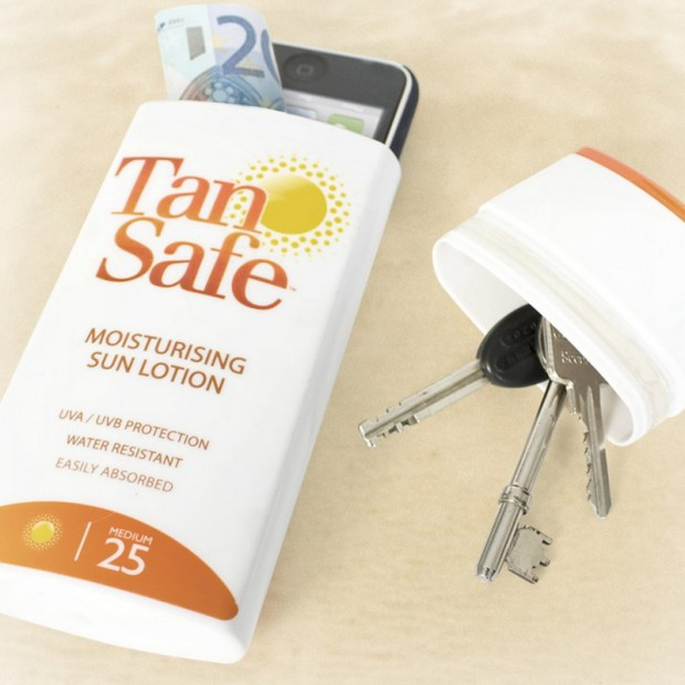 Nicht nur im Sommer ein absoluter Hit: Der praktische TanSafe darf in keinem Urlaub fehlen!