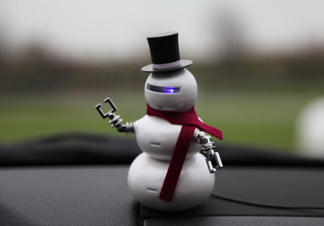 Der USB Snowbot macht sich auch im Auto ganz gut....