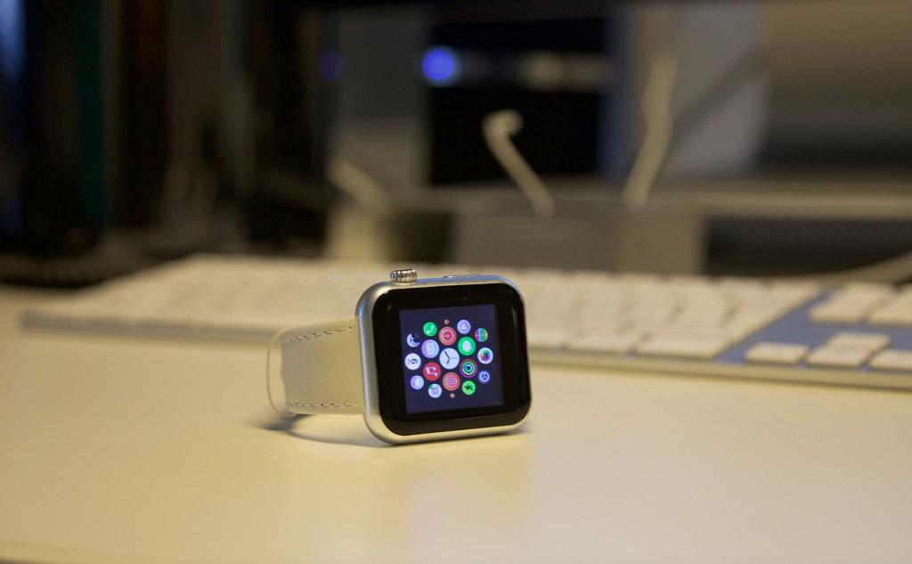 Sieht aus wie die Apple Watch, ist aber eine Billigkopie aus Fernost