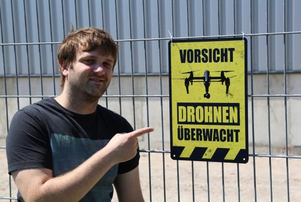 VORSICHT - Grundstück ist Drohnenüberwacht ;-)