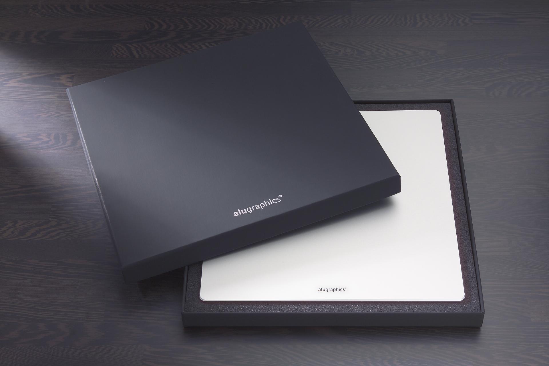 Das alugraphics Alu Mauspad für Mac in edler Geschenkbox