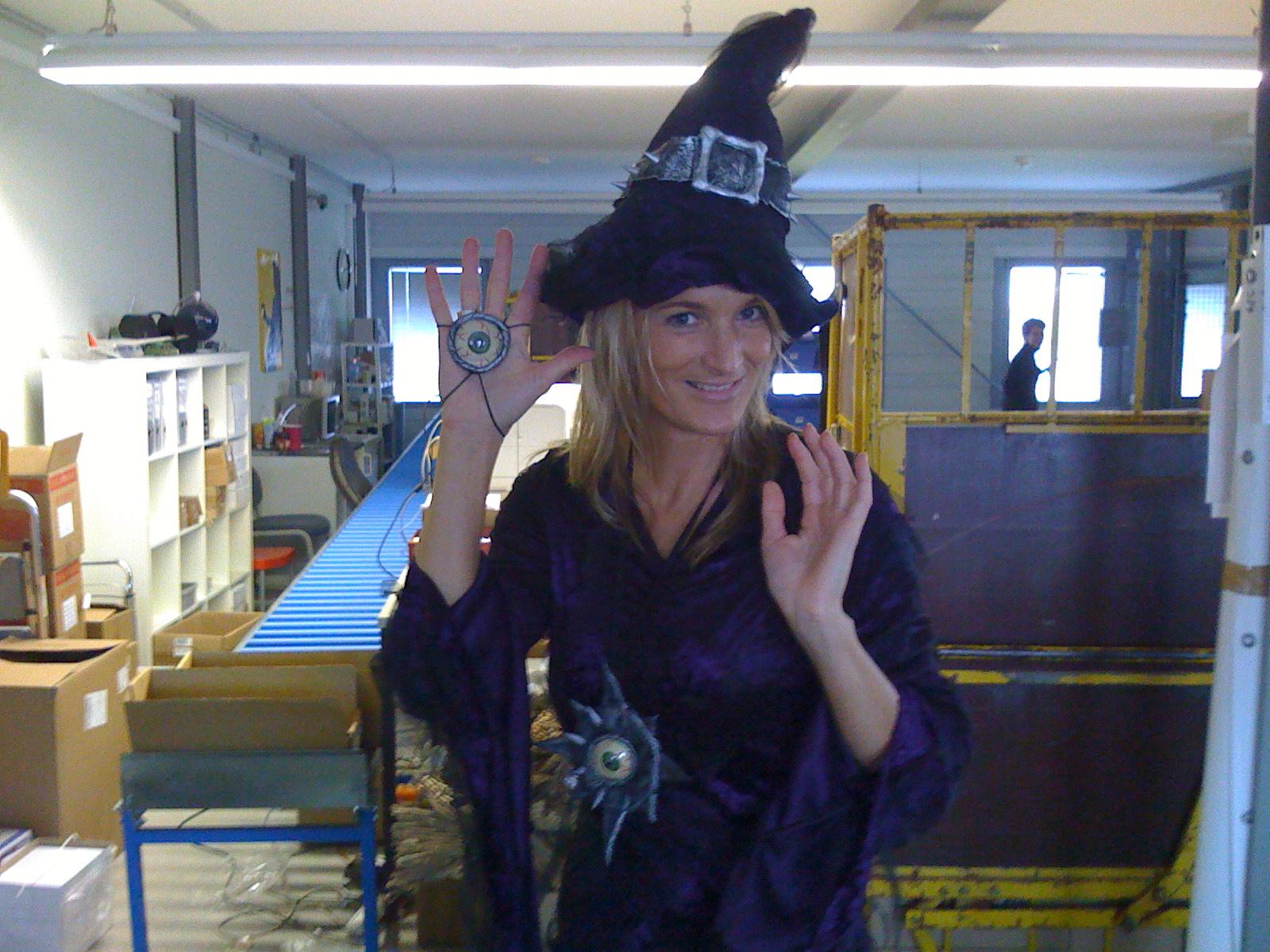 Karin macht sich gut im Hexenkostüm :-)