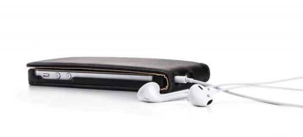 Praktisch: Musikhören und Laden im geschlossenen Case
