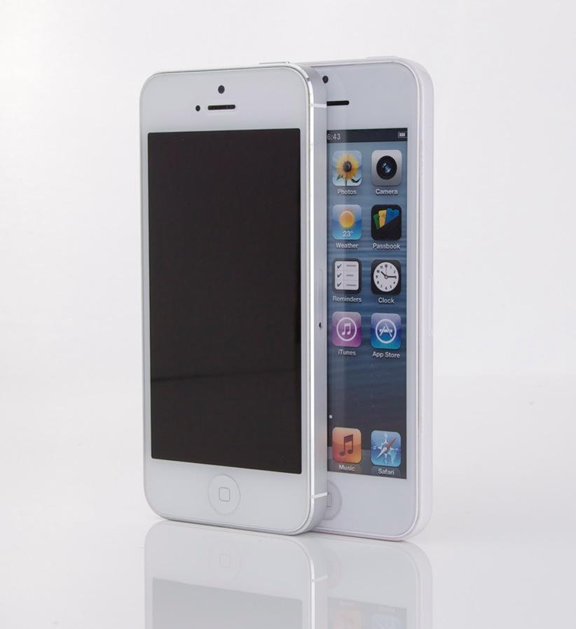 Original iPhone 5 im Vergleich mit dem iPhone 5C Dummy