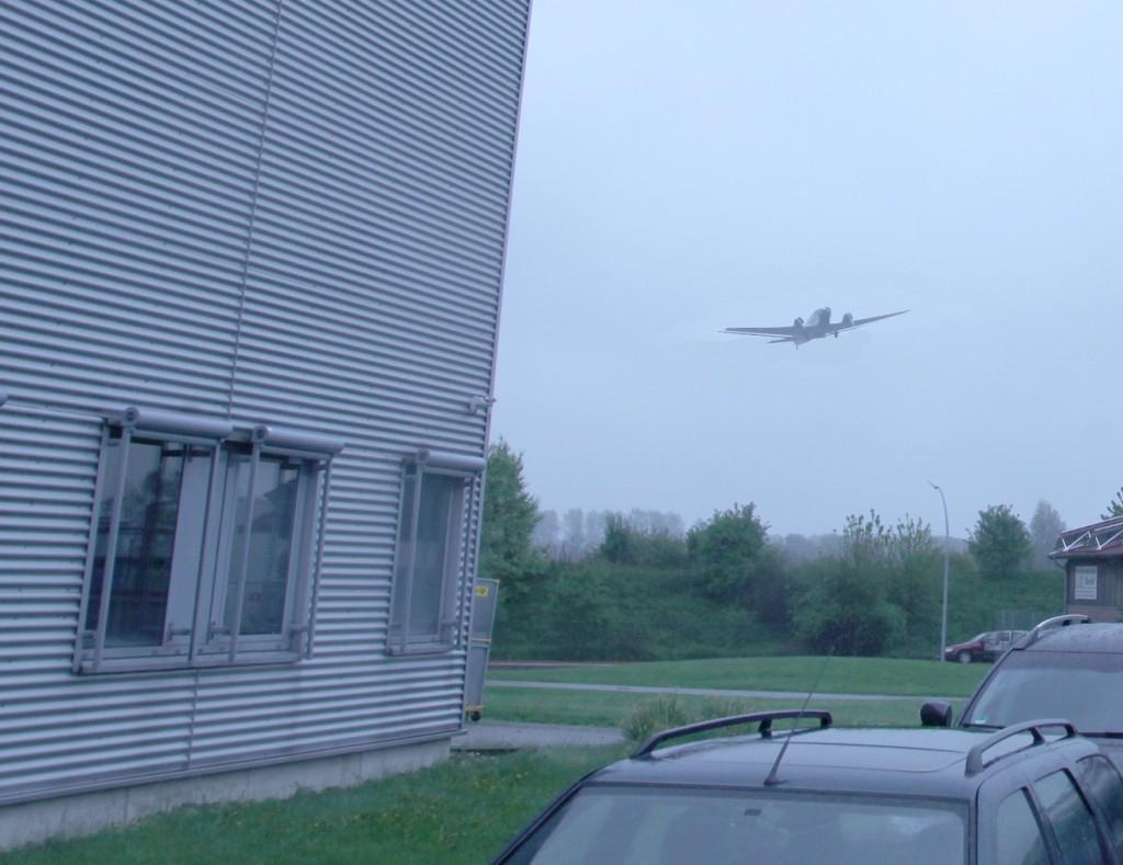 Eine alte JU 52 im Landeanflug auf arktis.de!!!