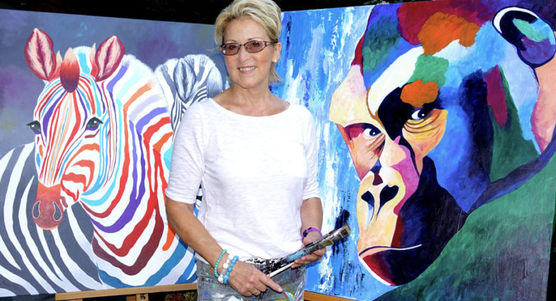 Marion Dahmen heute vor ihren Gute Laune Kunstwerken