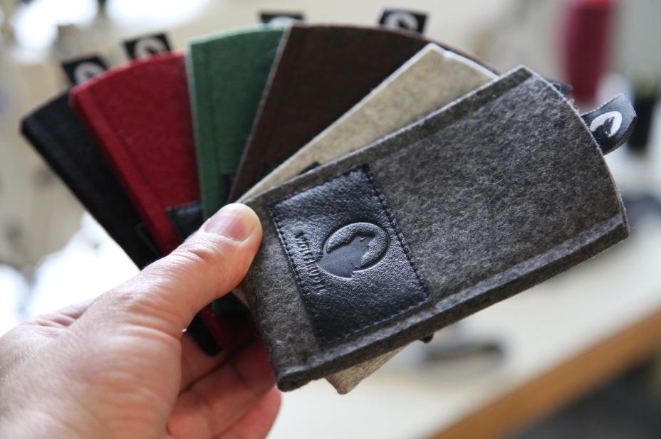 Unsere 6-farbige Wolfsrudel iPhone Hüllen Kollektion geht in die Produktion!