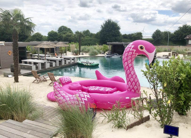 XXL Flamingo Badeinsel für 6 Personen am Arktis Beach